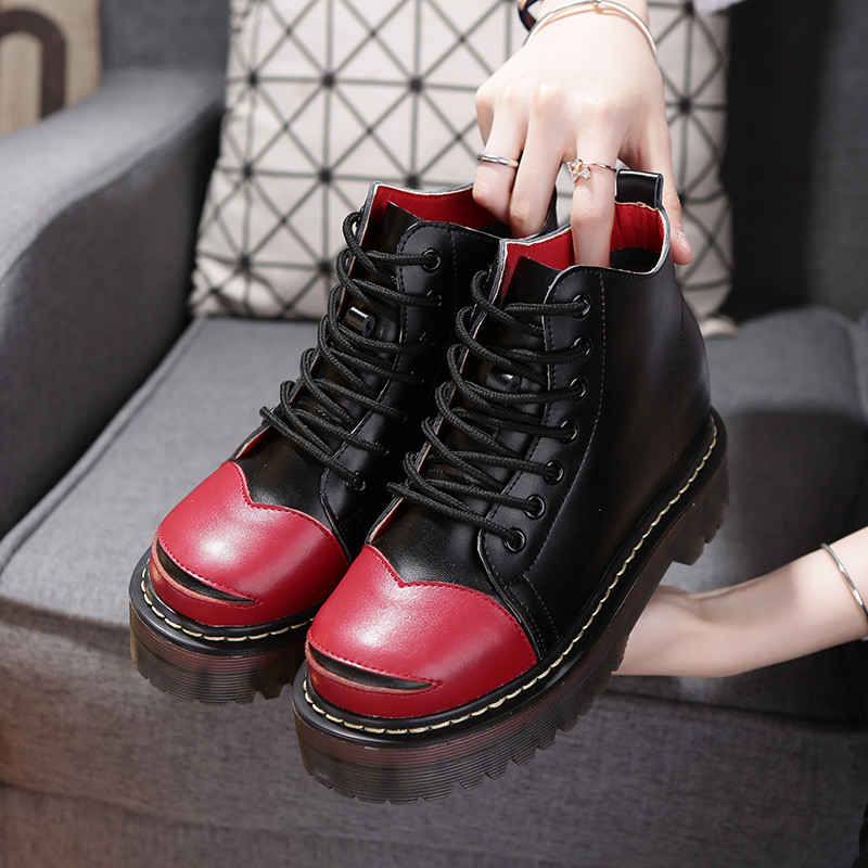 รองเท้าบูทผู้หญิงมาร์ติน ดำ-แดง เสริมส้นสูงด้านใน วัสดุหนังแท้ ทรงหุ้มข้อ ผูกเชือก สวย เท่ แฟชั่นสไตล์อังกฤษ ส้นสูง 3 นิ้ว (รวมด้านใน)