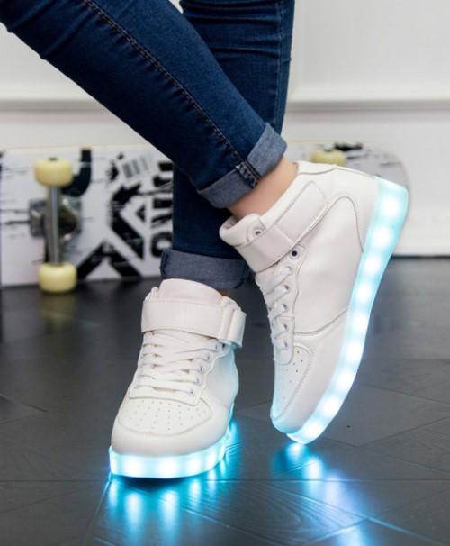 รองเท้ามีไฟ รองเท้า LED หุ้มข้อ สีขาว เปลี่ยนสีได้ 11 สี สินค้าพรีออเดอร์
