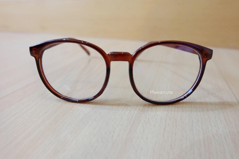 แว่นตากรอบแว่นทรงใหญ่สีน้ำตาล