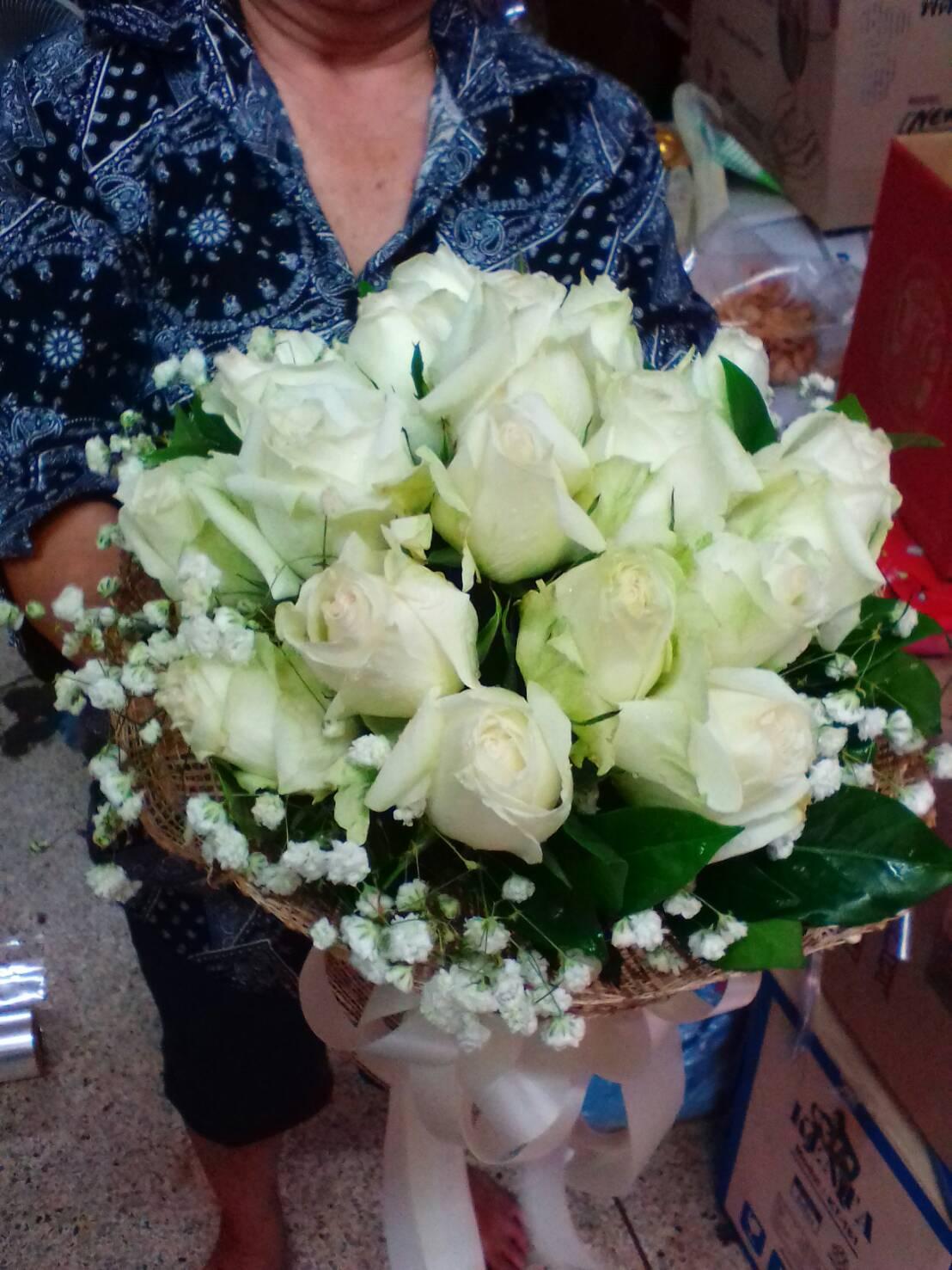 ช่อดอกกุหลาบสีขาว ของขวัญวันวาเลนไทน์