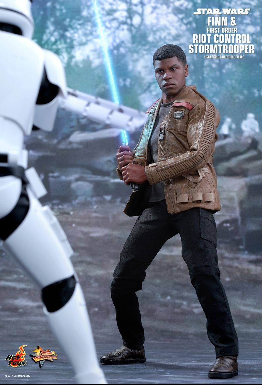 Hot Toys MMS346 STAR WARS: THE FORCE AWAKENS - FINN & STORMTROOPER