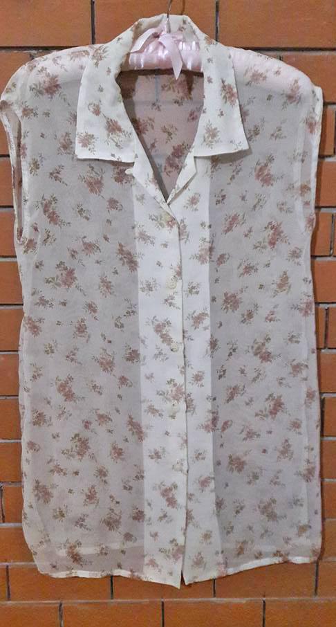 S142 เสื้อตัวยาว ผ้าชีฟองสีครีมลายดอกไม้ สวยๆค่ะ (มือ2 สภาพดี)