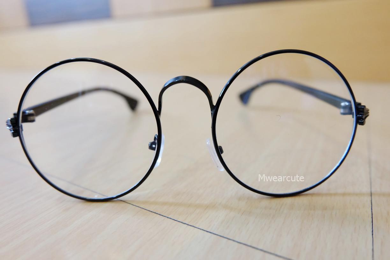 แว่นตากรอบแว่นทรงกลม กรอบโลหะสีดำ