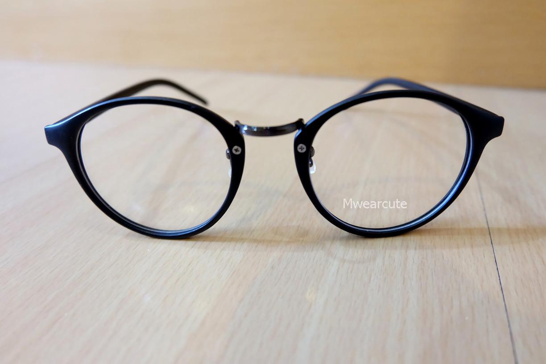 แว่นตาสีดำด้าน กรอบแว่นทรงหยดน้ำ เลนส์ใส
