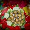 ช่อเฟอเรโร่ (Ferrero Rocher) 15 ลูก ดอกกุหลาบสีชมพูหวาน กระดาษสีแดง ต้อนรับเทศกาลวันวาเลนไทน์