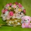 ช่อเฟอเรโร่ (Ferrero Rocher) 9 ลูก ดอกกุหลาบสีชมพูโอรส กระดาษสีครีม