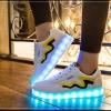 รองเท้ามีไฟ รองเท้า LED สีขาว มีแถบสีเหลืองดำ เปลี่ยนสีได้ 11 สี สินค้าพรีออเดอร์