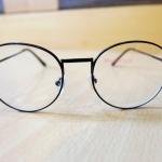 แว่นตาสีดำกรอบแว่นโลหะทรงหยดน้ำ