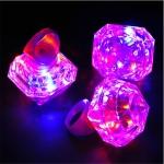 แหวนเพชรเม็ดใหญ่มีไฟ LED กระพริบ