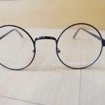 แว่นตากรอบแว่นทรงกลมวินเทจสีดำ