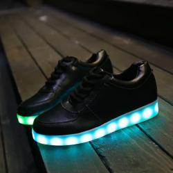 รองเท้า LED มีไฟเรืองแสง แฟชั่นหนัง PU สีดำ ปรับเปลี่ยนไฟได้ 7 สี 8 แบบ เปิด-ปิดสวิตช์ได้ พร้อมสายชาร์จ USB