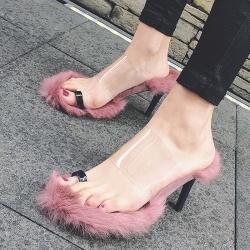 [มีหลายสี] รองเท้าส้นสูง แฟชั่นหนัง pu คีบนิ้วโป้ง คาดหน้าพลาสติกใส พื้นขนเฟอร์ ส้นสูง 3 นิ้ว
