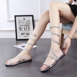 รองเท้าแตะส้นแบน หนังpu สีเงิน ทรงสูงพันข้อลายงู สวย ประดับเพชรสไตล์โรมัน