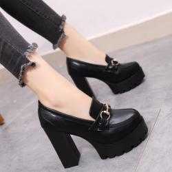รองเท้าบูทผู้หญิงส้นสูง หนังpu สีดำ แต่งอะไหล่ สวย แฟชั่นสไตล์อังกฤษย้อนยุค แพลตฟอร์มสูง 2.5 นิ้ว / ส้นสูง 4.5 นิ้ว