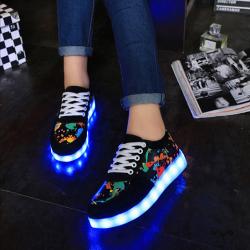 รองเท้า LED มีไฟเรืองแสง แฟชั่นหนัง PU สีดำ ปรับเปลี่ยนแสงไฟได้ 7 สี 8 แบบ เปิด-ปิดสวิตช์ได้ พร้อมสายชาร์จ USB
