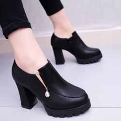[มี2สี] รองเท้าบูทผู้หญิงส้นสูง หนังpu แต่งเพชร สวยสไตล์อังกฤษ ส้นสูง 3.5 นิ้ว