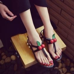 [มี2สี] รองเท้าแตะคีบ แฟชั่นหนัง pu แต่งลูกเชอร์รี่สีแดง มีสายรัดส้น ส้นเตี้ย ส้นแต่งอะไหล่มุก สูง 1 นิ้ว