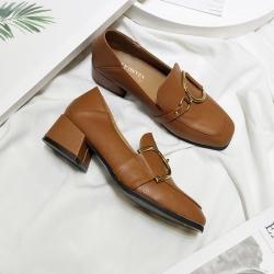 [มี2สี] รองเท้าคัทชูส้นเตี้ย แฟชั่นหนังpu หน้าแต่งอะไหล่สีทอง สวย ส้นสูง 1 นิ้ว