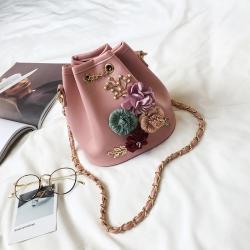 [มีหลายสี] กระเป๋าสะพายผู้หญิง แฟชั่นหนังpu นิ่ม ปักลายดอกไม้สวยหวาน