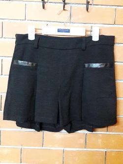 S029 กระโปรงกางเกง สีดำแต่งขอบกระเป๋าหนัง