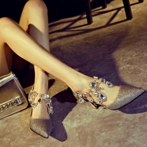 [มี2สี] รองเท้าหัวแหลม ส้นสูง 3 นิ้ว แต่งเพชร กลิตเตอร์วุ้งวิ้ง สวยเด่นหรูหรามากๆค่ะ