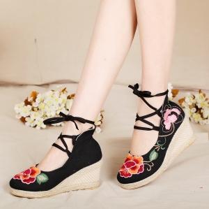 [มี2สี] รองเท้าส้นเตารีด หุ้มส้น งานปัก ทรงสาน สไตล์จีน ส้นสูงประมาณ 2 นิ้ว