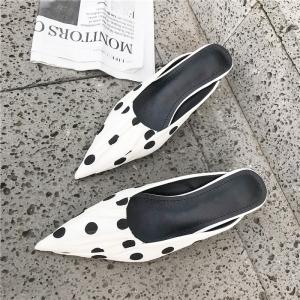 [มีหลายสี] รองเท้าคัทชูหัวแหลม วัสดุหนังแท้+ผ้าซาติน ทรงสวม ส้นสูง 2 นิ้ว