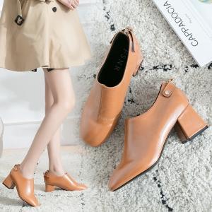 [มีหลายสี] รองเท้าบูทผู้หญิง รุ่นไม่หุ้มข้อ ทำจากหนัง pu ติดเทป+ซิปด้านหลัง สวย แฟชั่นสไตล์อังกฤษทรงย้อนยุค ส้นสูง 2.5 นิ้ว