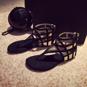 รองเท้าแตะคีบ ทรงสานหุ้มข้อ ตาข่ายระบาย สีดำทอง ซิปหลัง แฟชั่นหนังแท้ ผสม pu ทรงสวย งานดี ใส่สบาย