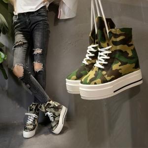 [มี2สี] รองเท้าผ้าใบผู้หญิง หุ้มข้อ พื้นหนา ลายพราง พื้นหนา 2 นิ้ว , เสริมส้นสูงด้านใน 2 นิ้ว สวย สไตล์เกาหลี