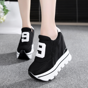 [มี2สี] รองเท้าส้นตึก แฟชั่นหนังpu ทรงรองเท้าผ้าใบ รุ่นไม่ผูกเชือก เสริมส้นสูงด้านในสไตล์เกาหลี