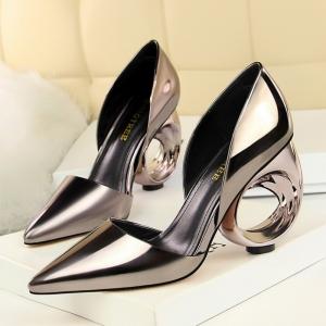 [มีหลายสี] รองเท้าคัทชู หัวแหลม แฟชั่นหนังแก้ว ส้นกลม ทรงสวยปราดเปรียว ส้นสูง 4 นิ้ว (ใส่ได้ 2 แบบ)