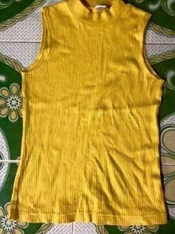 S071 เสื้อคอปีน แขนกุด สีเหลือง